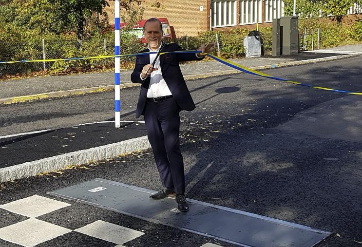 Daniel Helldén inviger Stockholms första Actibump